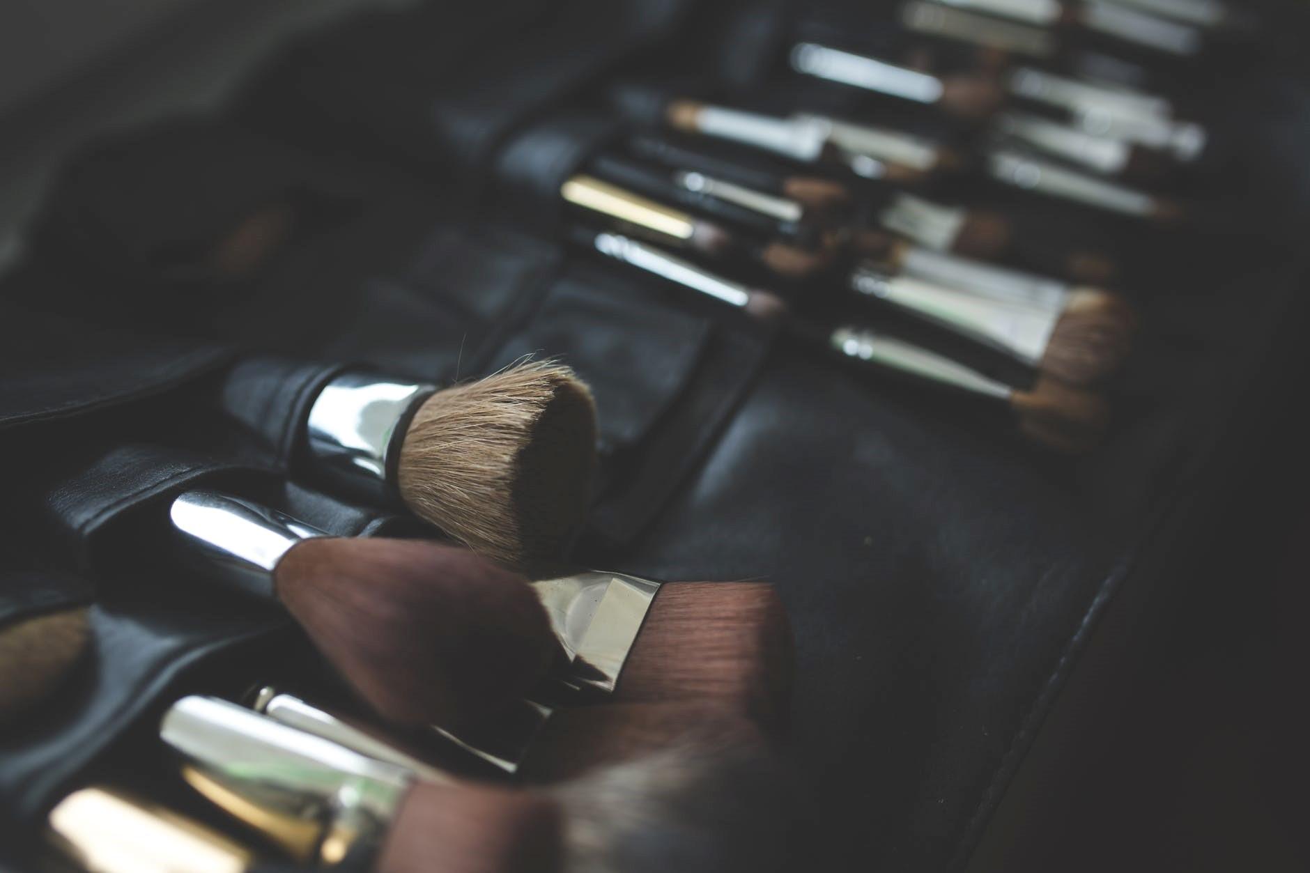 ¿Cómo limpiar las brochas de maquillaje? [Consejos]